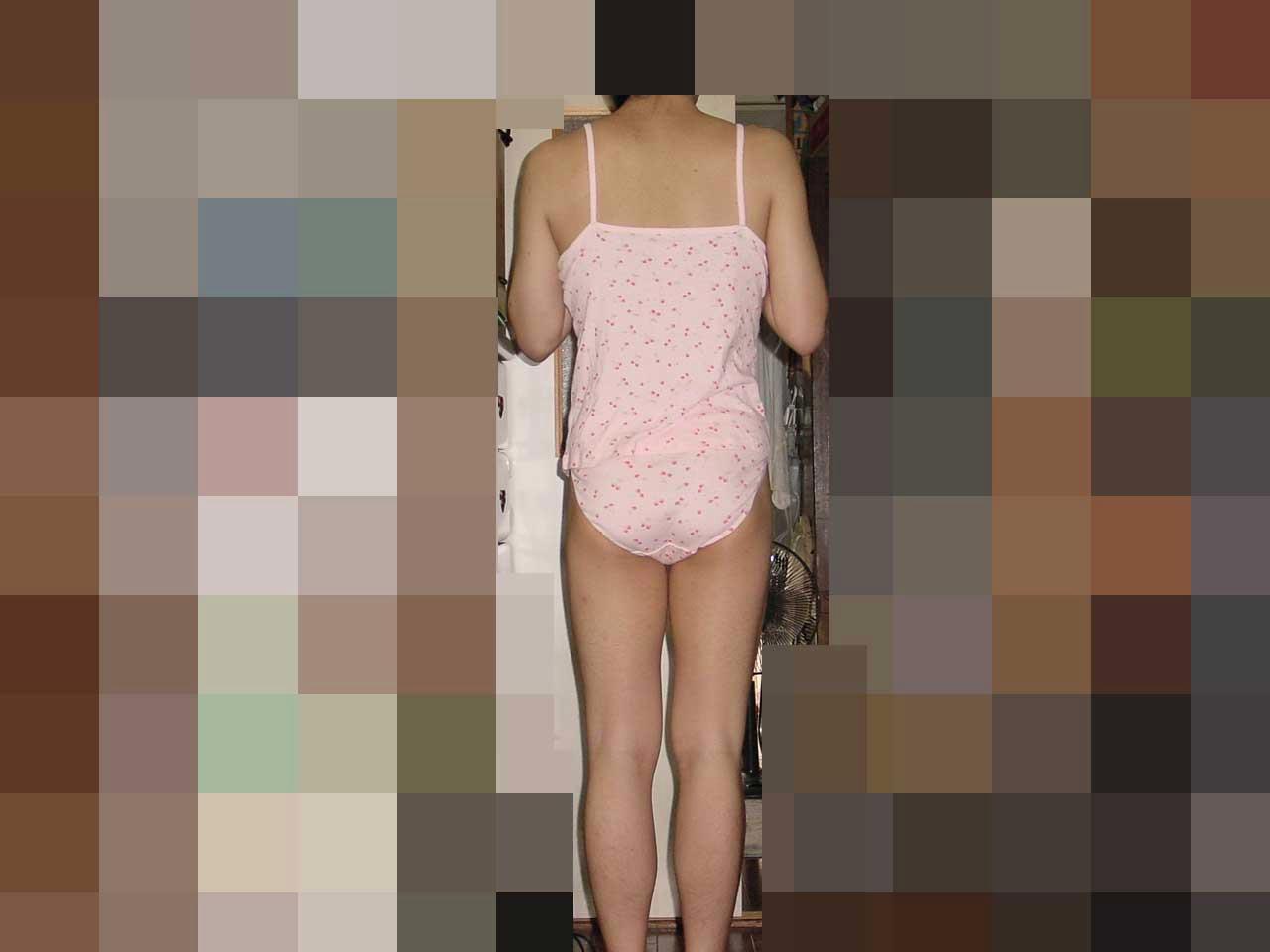 後ろ向き姿の画像です。 画像を拡大したい方は、画像をクリックして下さい。